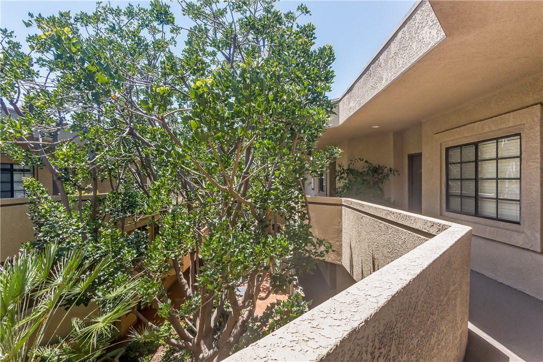 221 S Oak Knoll Av, Pasadena, CA 91101 Photo 31