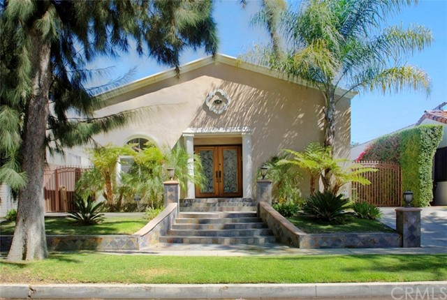 Photo of 138 N Almont Drive, West Hollywood, CA 90048