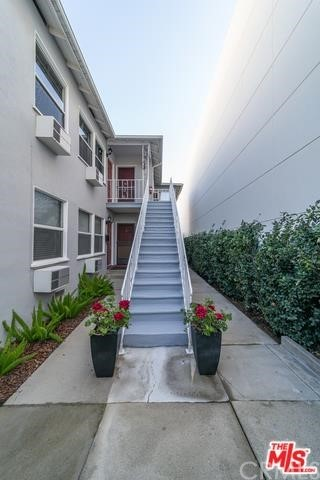Nice renovated 2 bedroom / 1 bath downstairs unit filled with nature light. Wood floor through out. Inside laundry room. High efficient split AC & heating wall units in living room and both bedrooms. Newer remodeled bathrooms and kitchen. Conveniently located near downtown Alhambra. Close to Target and Costco. Minute drive to Main street restaurants and movie theater.