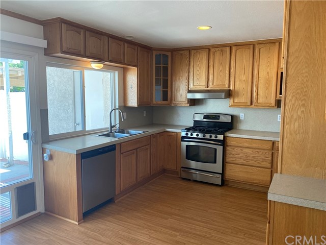 Upgraded two level home in heritage park. Remodeled Kitchen, Ceiling Fans, Laminate Floors, Dual Pane windows. Decent Size Rear Patio, Great Location Walking Distance To Neighborhood Park With Tot Lot, Poo And Spa.