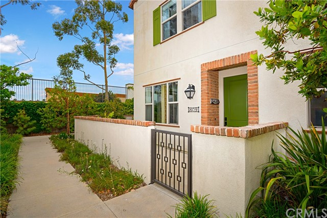 809 El Paseo, Lake Forest, CA 92610