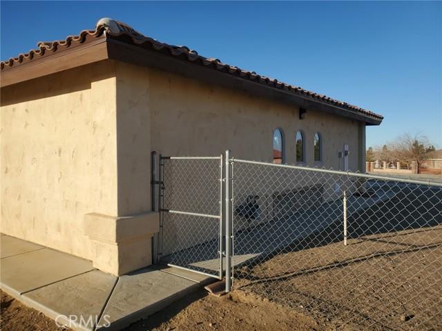 8370 Joshua Rd, Oak Hills, CA 92344 Photo 4