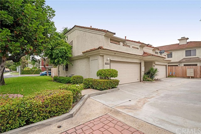 11508 216th Street, Lakewood, CA 90715