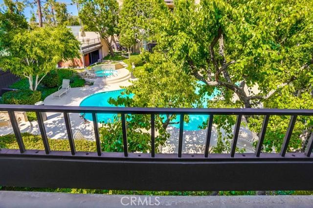 42. 8711 Falmouth Avenue #110 Playa del Rey, CA 90293