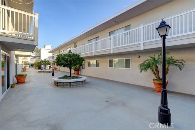 2411 Prospect Avenue 205, Hermosa Beach, California 90254, 2 Bedrooms Bedrooms, ,1 BathroomBathrooms,For Sale,Prospect,PV21018922