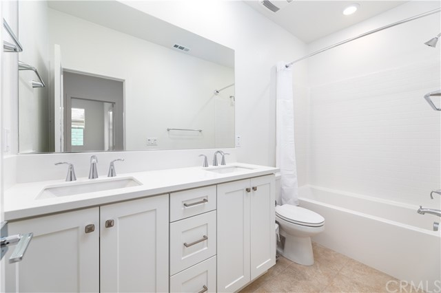 18. 235 Siena Lake Forest, CA 92630