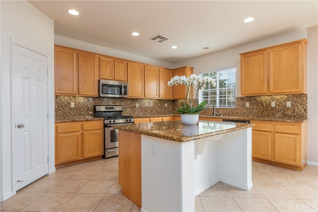 34772 Heritage Oaks Court, Winchester, CA 92596