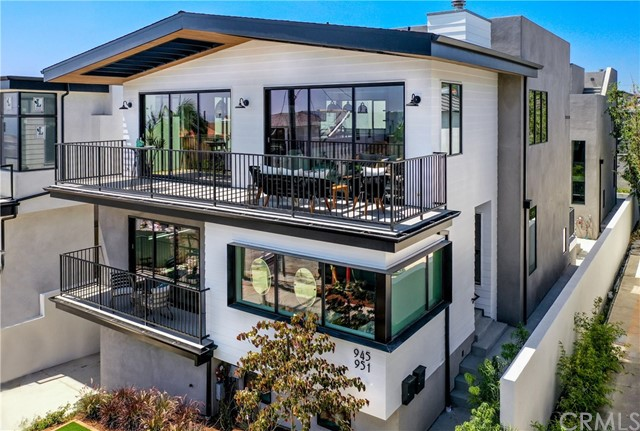 945 15th St, Hermosa Beach, California 90254, 4 Bedrooms Bedrooms, ,5 BathroomsBathrooms,For Sale,15th St,SB20148499