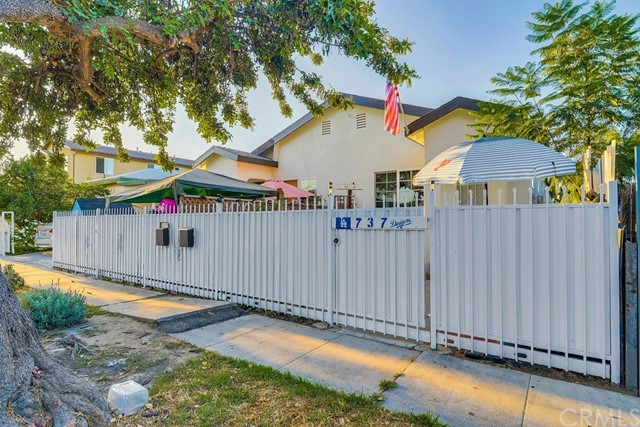 735 E 80th Street, Los Angeles, CA 90001