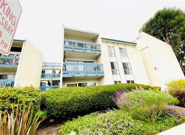 601 Prospect Avenue 201, Redondo Beach, California 90277, 2 Bedrooms Bedrooms, ,2 BathroomsBathrooms,For Sale,Prospect,SB20189333