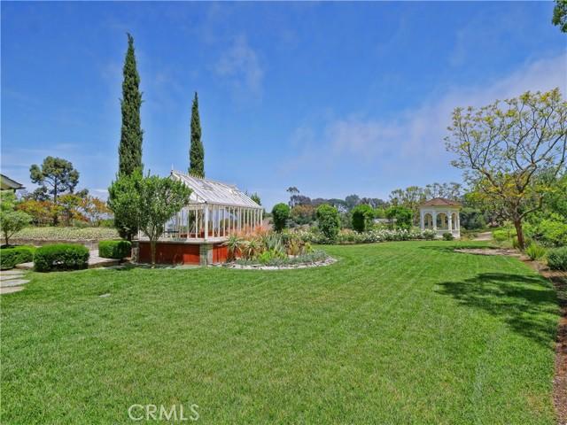 expansive sprawling grass lawn