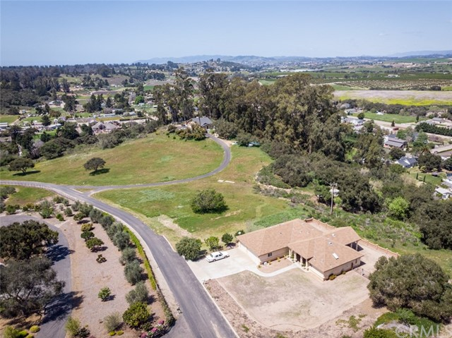 1688 Quiet Oaks Drive, Arroyo Grande, CA 93420