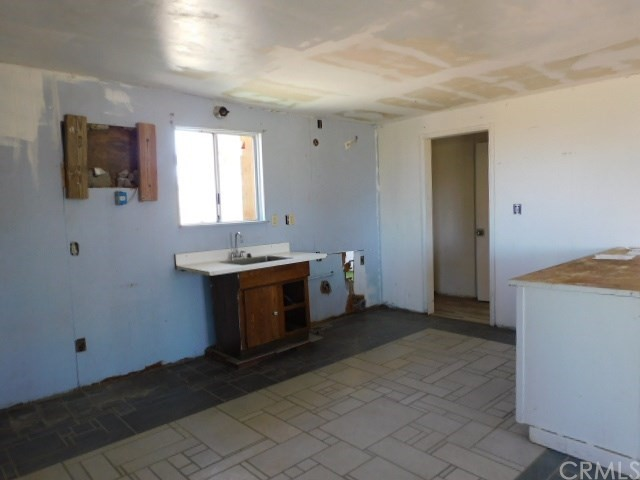 32425 Emerald Rd, Lucerne Valley, CA 92356 Photo 9