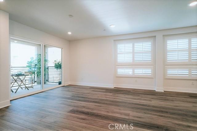 Living Area to Balcony/Deck