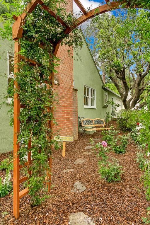 1830 N El Molino Av, Pasadena, CA 91104 Photo 3