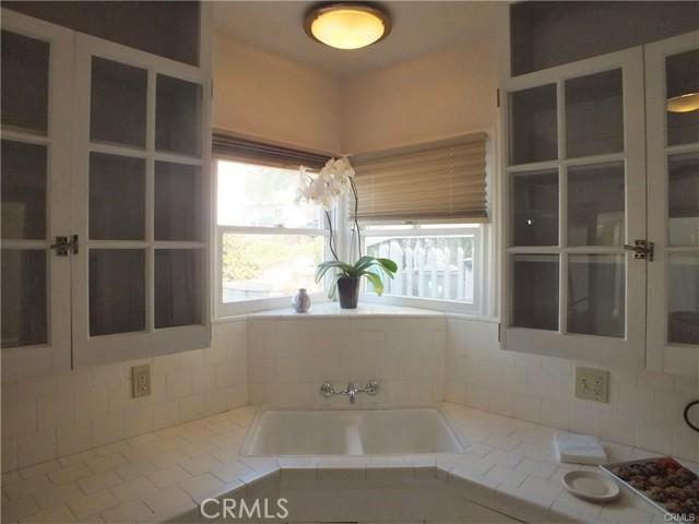 228 29th Street, Manhattan Beach, California 90266, 1 Bedroom Bedrooms, ,1 BathroomBathrooms,For Sale,29th,SB21046749