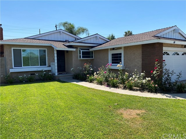 6 Bedroom, 3 Bathroom home. Students welcome. Near Chapman University. Newer A/C with air purifier air heating, inside laundry room, large family room with fireplace. Ceiling fans in all rooms, large landscaped front and backyard.
