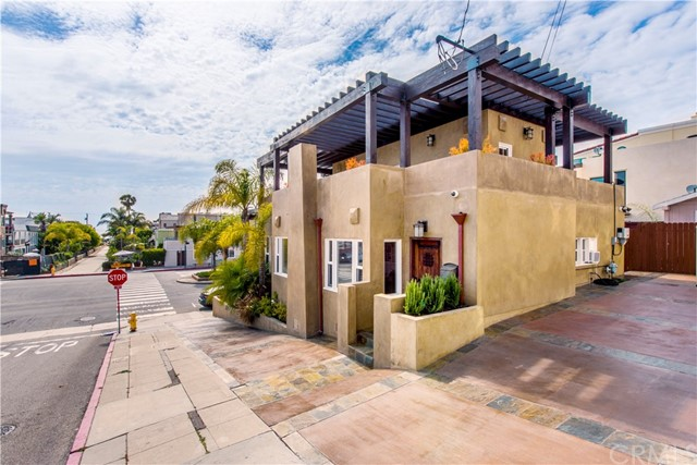 101 16th Street, Hermosa Beach, California 90254, 3 Bedrooms Bedrooms, ,For Rent,16th,SB21021093
