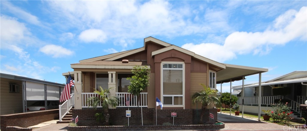 19251     Brookhurst Street   7, Huntington Beach CA 92646