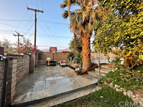 5618 Golondrina Drive, San Bernardino CA: https://media.crmls.org/medias/52c83670-ee54-4da6-8fd5-7926f03115b5.jpg