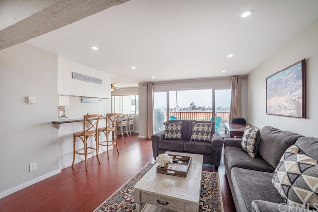 1720 Ardmore Avenue 323, Hermosa Beach, California 90254, 2 Bedrooms Bedrooms, ,2 BathroomsBathrooms,For Rent,Ardmore,SB20167658