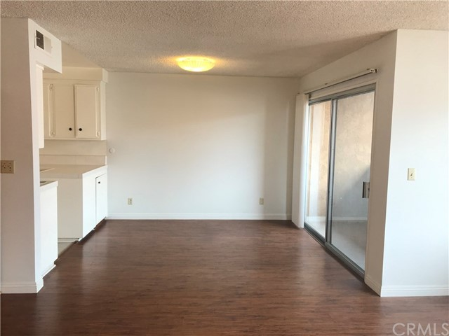 Great location in Pasadena area. 10 minutes drive to most shopping plazas, markets, restaurants, public facilities, fitness center. 5 minutes to Pasadena City College and Cal Tech. Floor just remodeled and walls are painted before listing. Rent is lower than the market price that you don't want to miss!