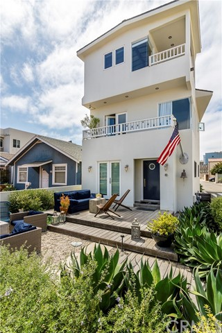 18 5th Street, Hermosa Beach, CA 90254