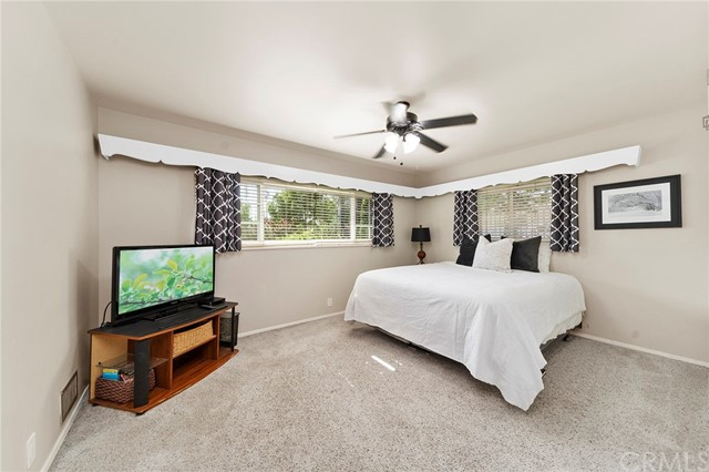 31. 306 N Valley Center Avenue Glendora, CA 91741