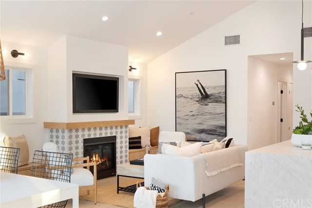 122 Bay Avenue, Newport Beach, California 92661, 2 Bedrooms Bedrooms, ,1 BathroomBathrooms,Residential Purchase,For Sale,Bay,PW21224614