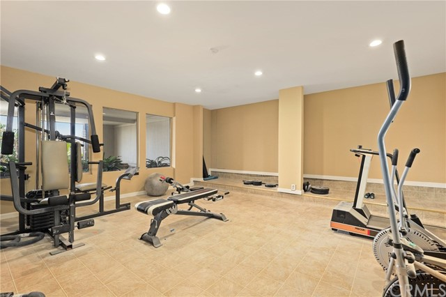 700 Esplanade 10, Redondo Beach, California 90277, 2 Bedrooms Bedrooms, ,2 BathroomsBathrooms,For Sale,Esplanade,SB20216428