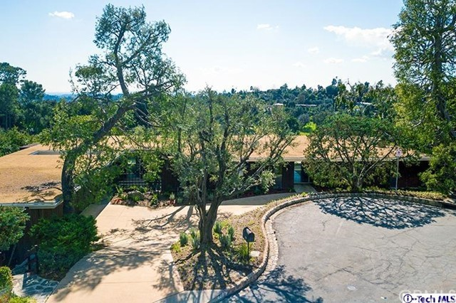 390 Mooresque Street, Pasadena, CA 91105