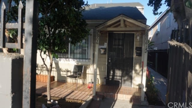 7606 S Main Street, Los Angeles, CA 90003
