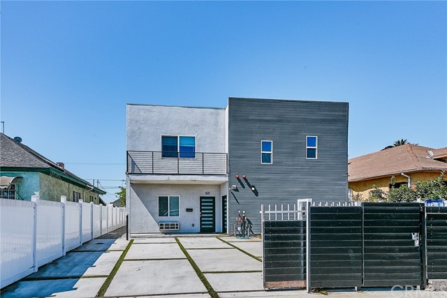 822 25th Street, Los Angeles, California 90011, 7 Bedrooms Bedrooms, ,7 BathroomsBathrooms,Residential,For Rent,25th,DW21112582