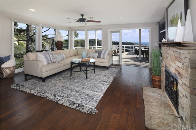 19. 2455 Temple Hills Drive Laguna Beach, CA 92651
