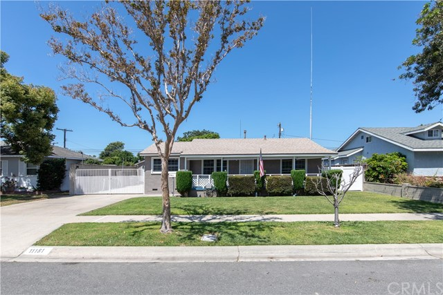 11181 Essex Drive, Los Alamitos, CA 90720
