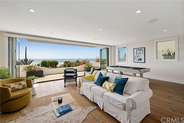 Lower level Beach room with secondary living room, wet bar with indoor/outdoor entertaining in mind.