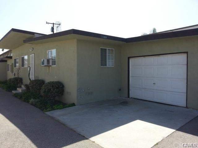 Very Spacious 3BR + 2.5BA Single Family House with Huge Patio in Private Backyard, Own Laundry Room Inside, 1 CAR Garage + 2 Parking Spaces, Conveniently Close to Shopping, Restaurant and Freeway, Right Across to Long Beach Town Center, Very Bright and Airy.