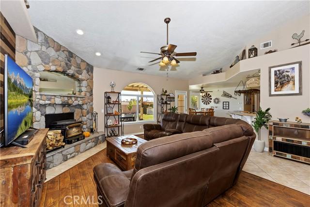 6725 Fremontia St, Oak Hills, CA 92344 Photo 10