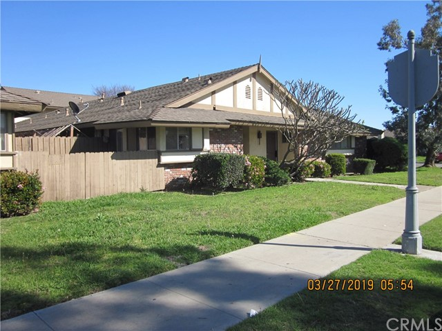 BEAUTIFUL 4 PLEX LOCATED IN THE HEART OF ANAHEIM.  EACH UNIT HAS ITS OWN HOOK UP FOR WASHER/DRYER.  2 LARGE BEDROOMS AND 2 FULL BATHROOMS.  FIREPLACE, CENTRAL AIR, TITLE FLOORS.  LARGE KITCHEN, PATIO AND EACH HAS ITS OWN ENCLOSED GARAGE.  CONVENIENT LOCATION AND AMENITIES.