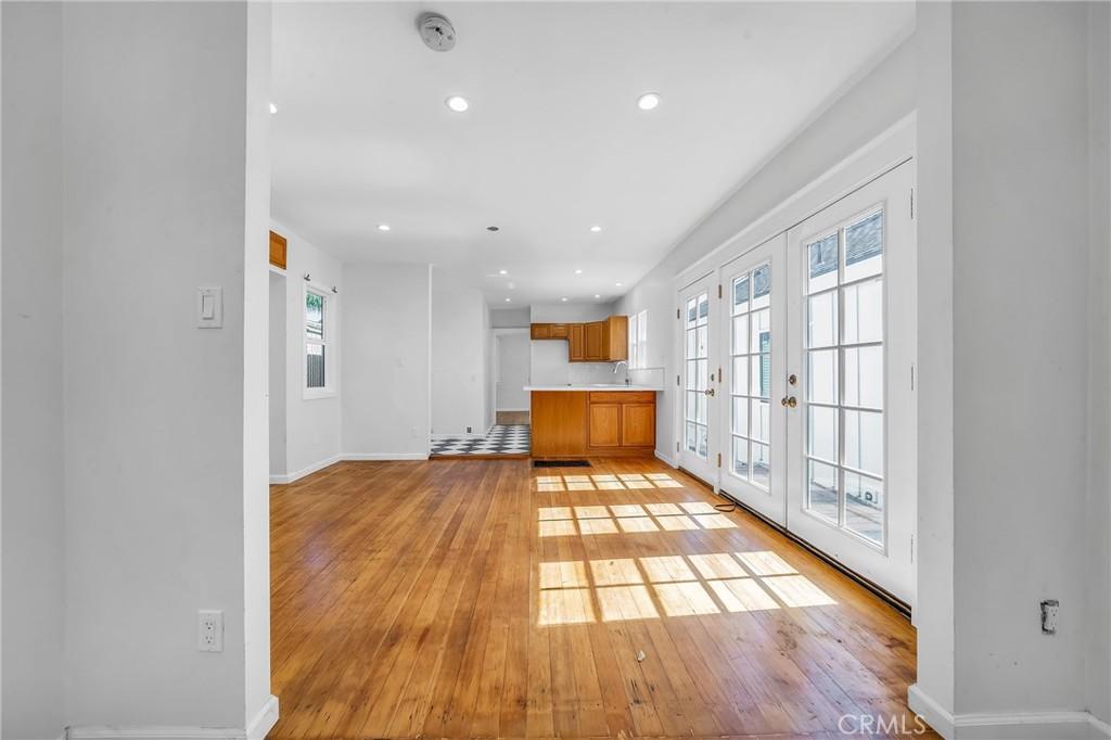 Hardwood floors, recessed lightling