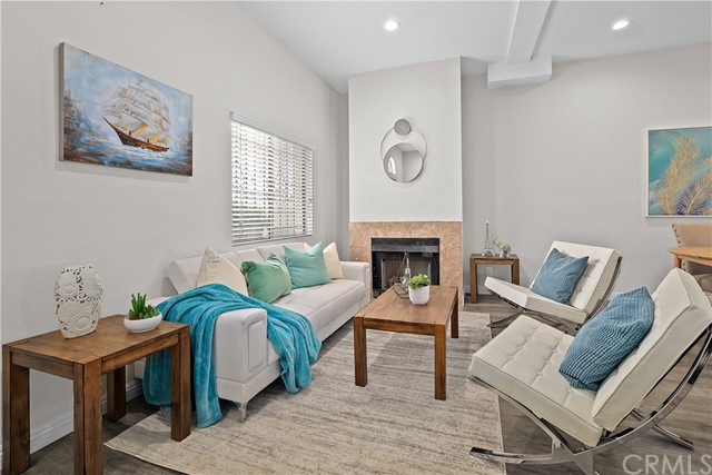 4 - Living room with fireplace