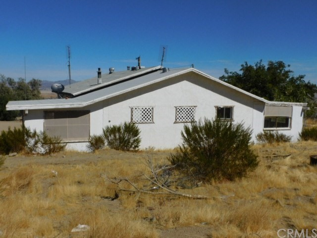 32425 Emerald Rd, Lucerne Valley, CA 92356 Photo 4