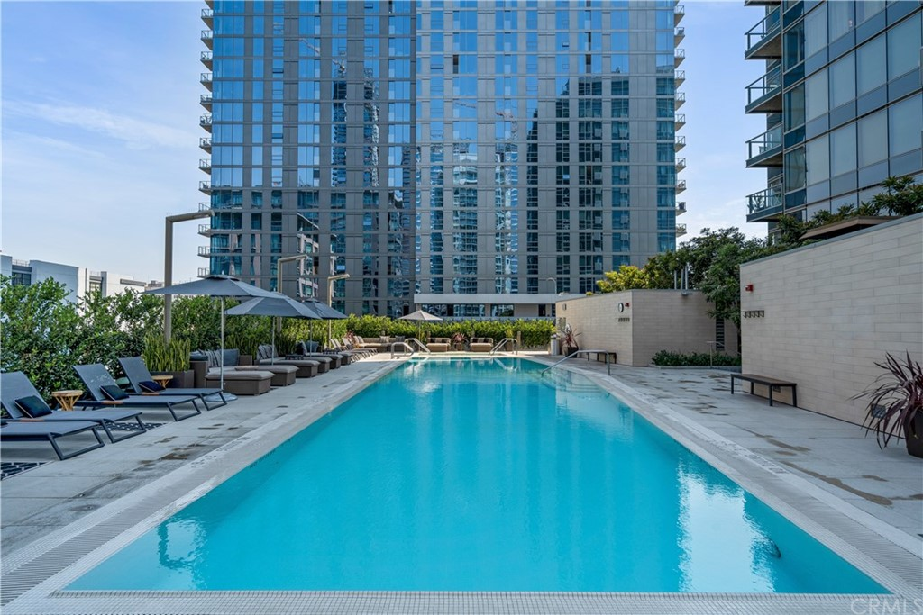 6th Floor Open Terrace Plaza with Pool and Spa
