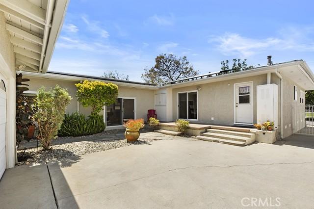 27. 3172 Ostrom Avenue Long Beach, CA 90808