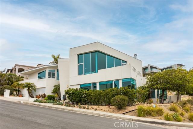 600 LORETTA Drive Laguna Beach, CA 92651