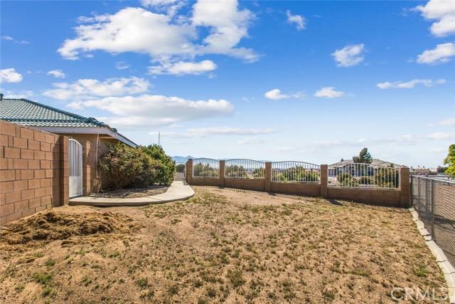 9883 Bellflower St, Oak Hills, CA 92344 Photo 36