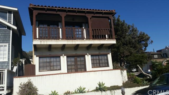 107 24th Street, Hermosa Beach, California 90254, 2 Bedrooms Bedrooms, ,1 BathroomBathrooms,For Sale,24th,SB14224663