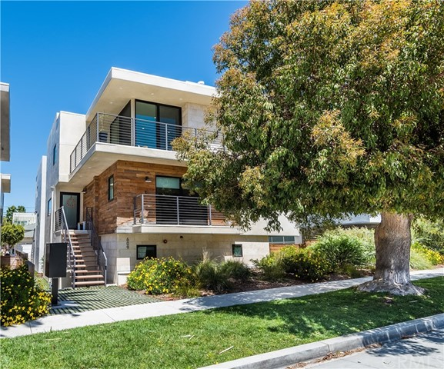609 Longfellow Avenue, Hermosa Beach, California 90254, 4 Bedrooms Bedrooms, ,2 BathroomsBathrooms,For Sale,Longfellow,SB18115812