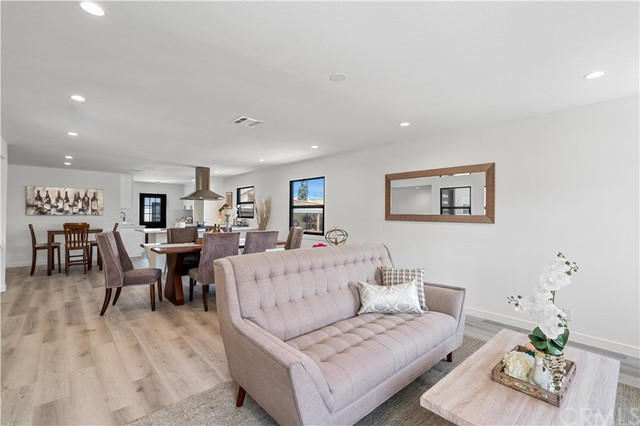 11. 6325 6th ave Los Angeles, CA 90043