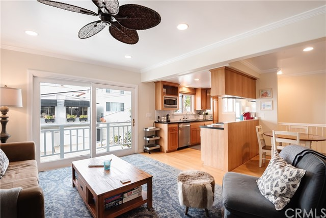 136 Neptune Avenue, Hermosa Beach, California 90254, 3 Bedrooms Bedrooms, ,2 BathroomsBathrooms,For Sale,Neptune,SB21020451